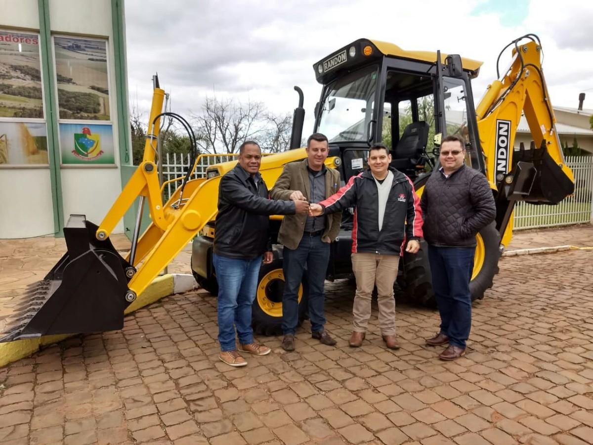 Presidente da Câmara de Mormaço destaca projetos aprovados e entrega de nova máquina para o município