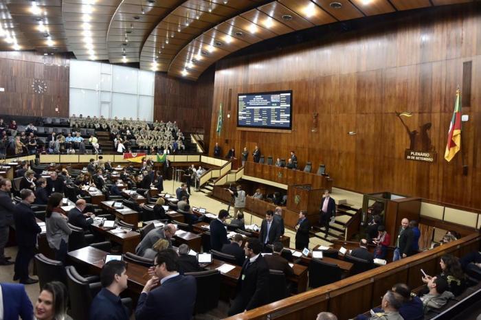 Após aprovar ICMS, Assembleia pode votar aumentos de servidores que custarão R$ 150 milhões