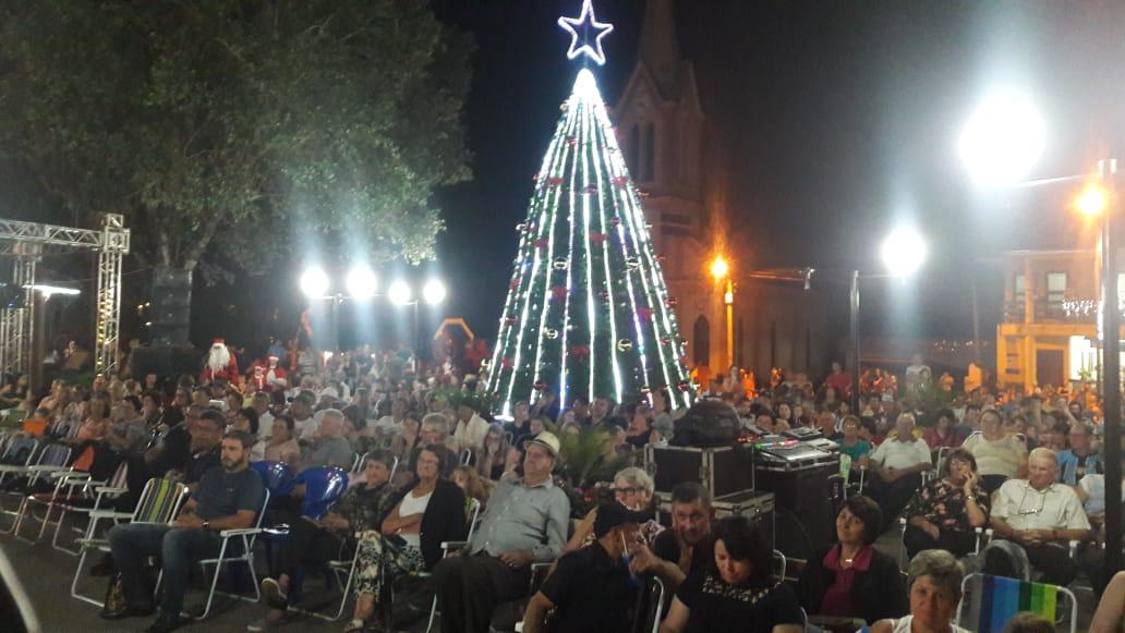 Natal Mágico da mais bela praça de Victor Graeff aconteceu neste domingo