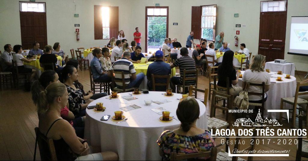 Associação Comercial realiza café da manhã com empresários de Lagoa dos Três Cantos