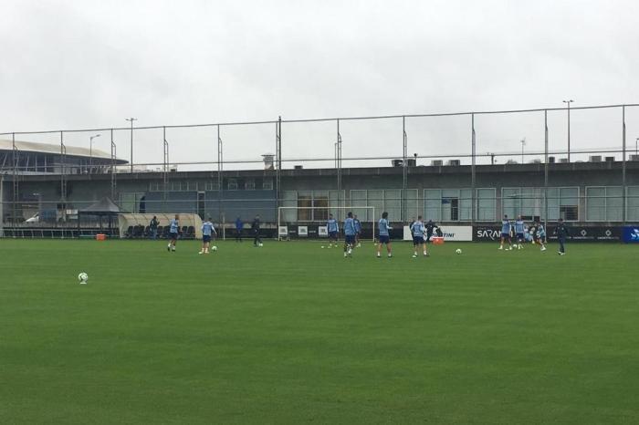 Sem titulares, Grêmio faz primeiro treino de olho no Atlético-MG