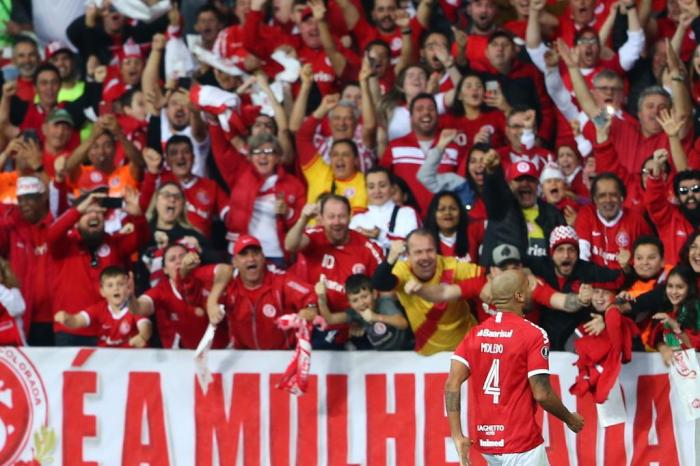 Com gols de Moledo e Guerrero, Inter vence o Nacional e avança na Libertadores