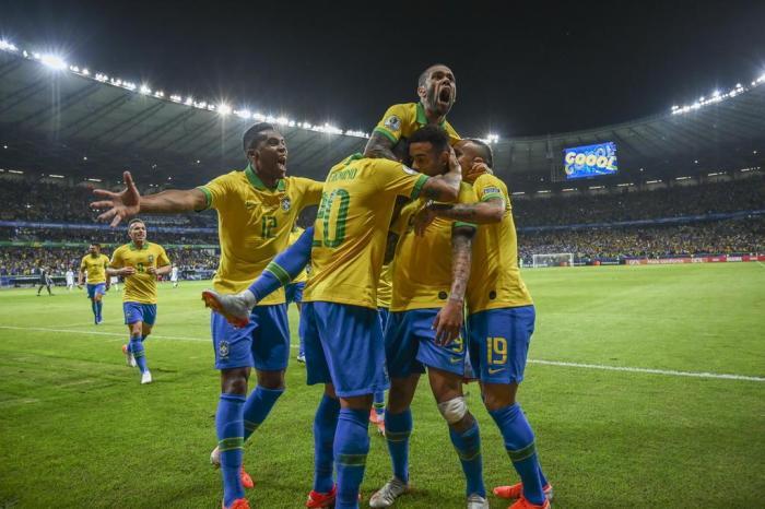 Brasil vence a Argentina e se garante na final da Copa América