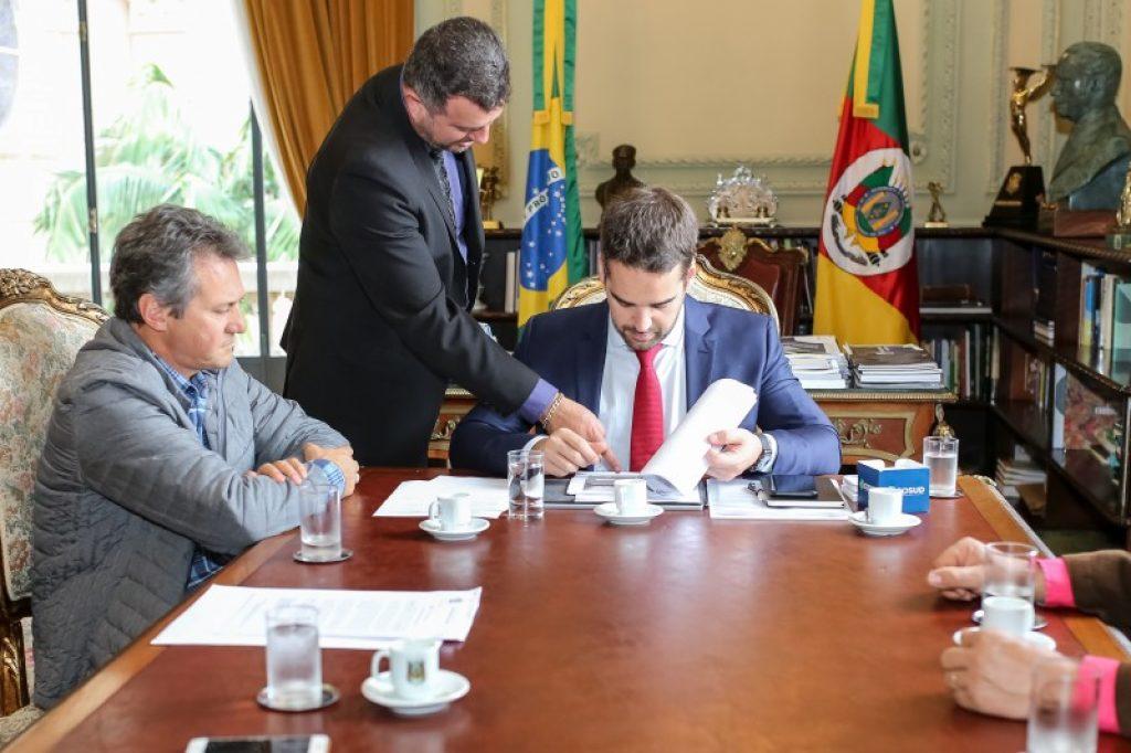 Prefeito trata sobre a duplicação da ponte do Mormaço com Governador do Estado