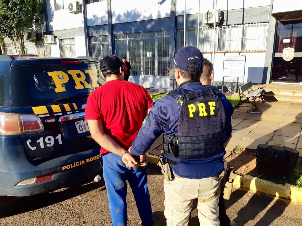 PRF prende homem por porte ilegal de arma em Carazinho