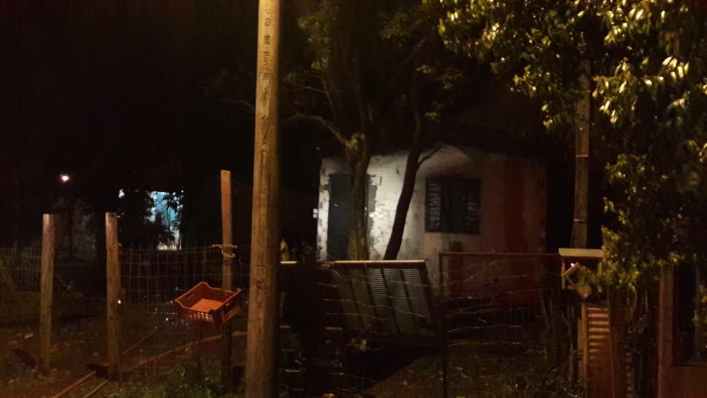 Casa incendeia em Tapera