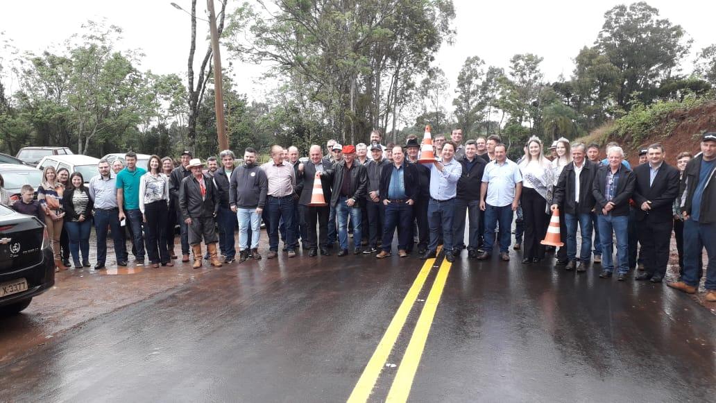 Inaugurado asfalto de Quinze de Novembro a Sede Aurora