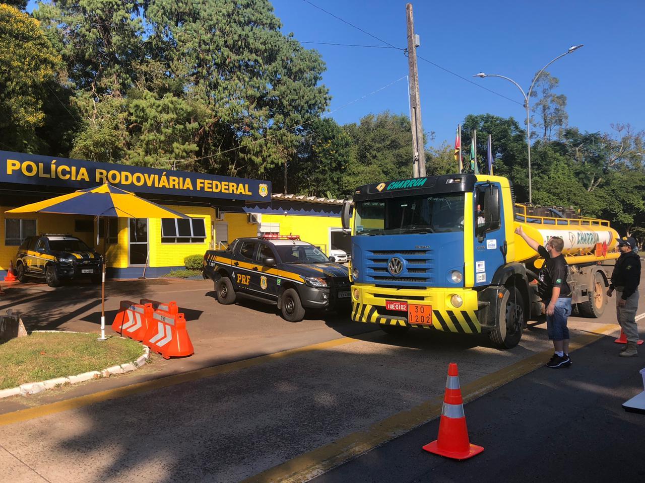 PRF participa da entrega de alimentos a caminhoneiros em Lajeado