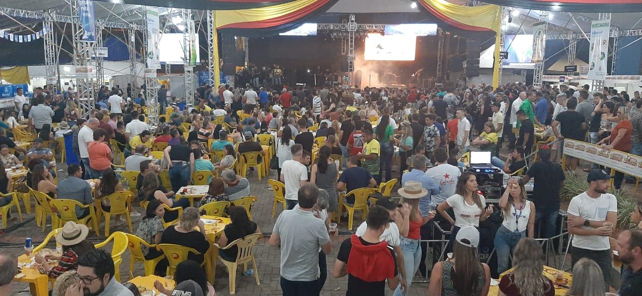 Victor Graeff chega ao penúltimo dia do Festival Nacional da Cuca com Linguiça