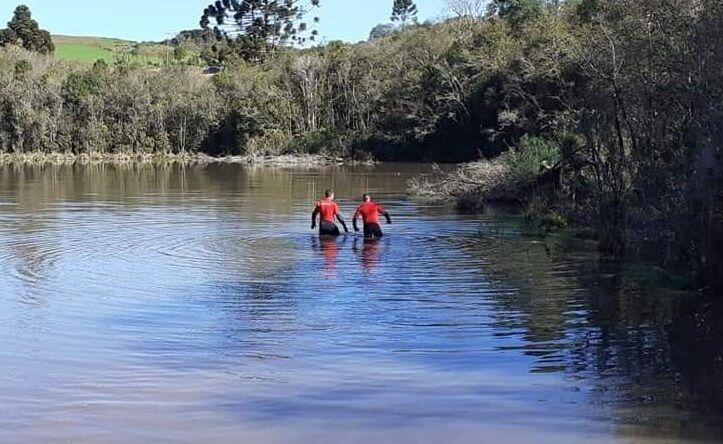 Mergulhadores fazem buscas em açude por jovem desaparecida de Soledade