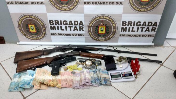 Casal é preso por tráfico de drogas e porte ilegal de arma de fogo em Carazinho