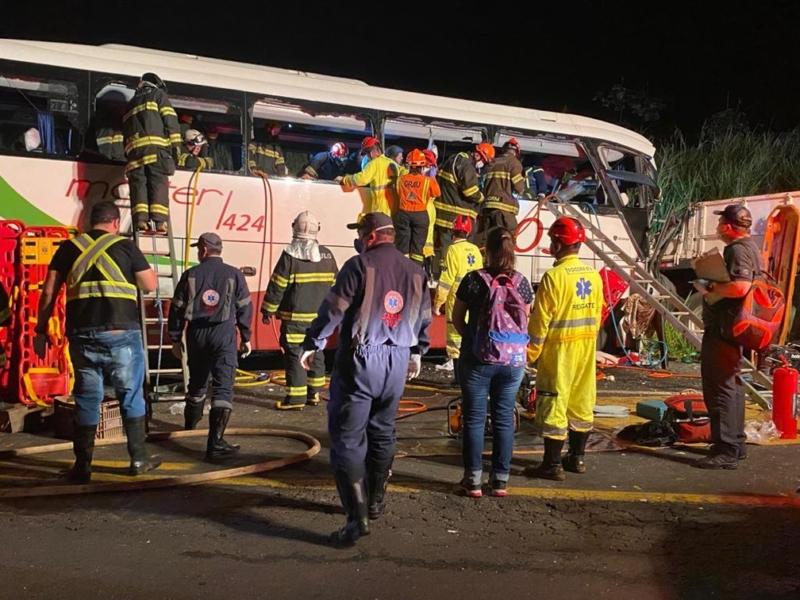 Acidente com ônibus que tinha como destino Carazinho deixa 7 mortos e vários feridos no interior de SP