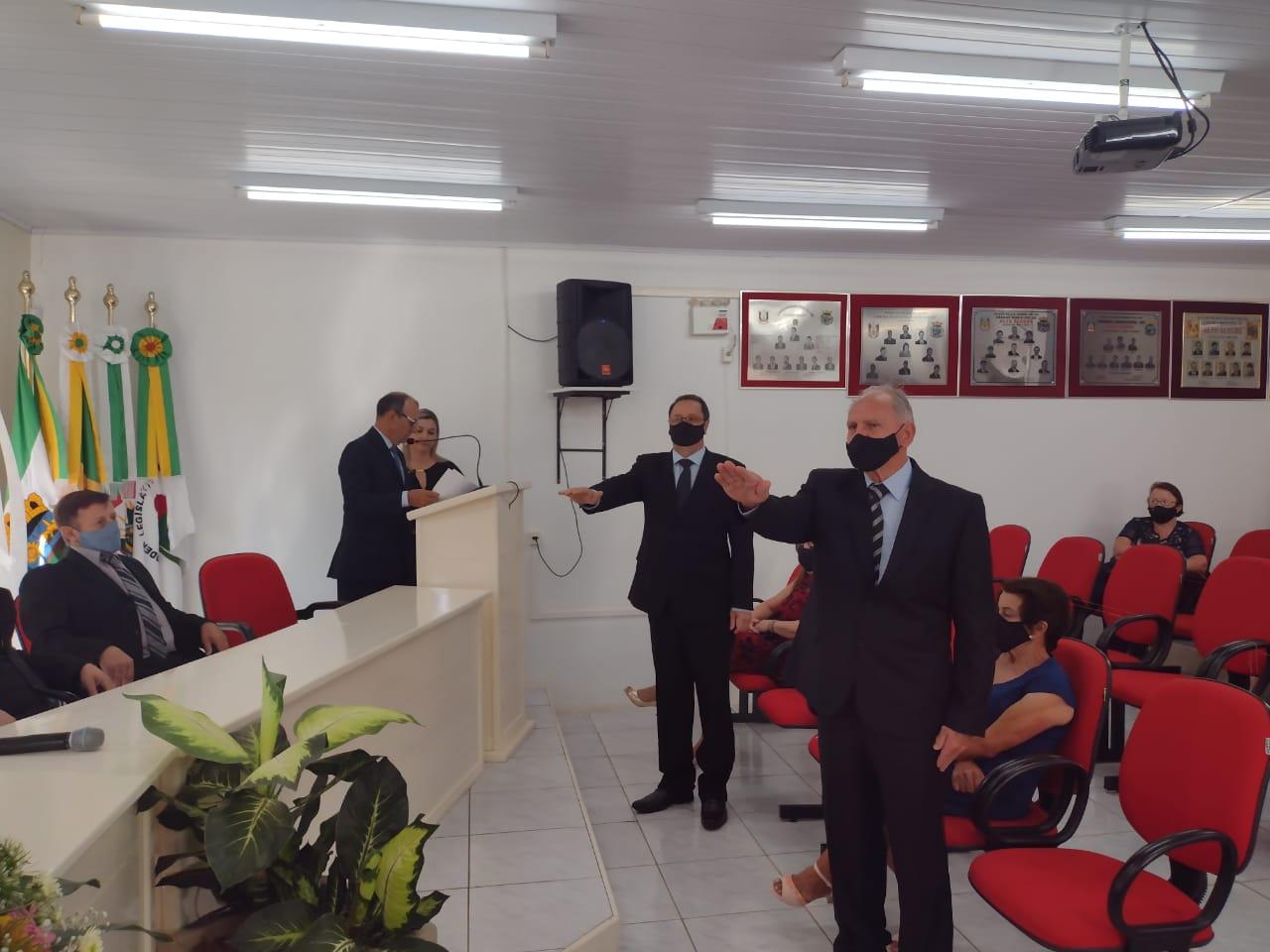 Avelino Salvadori e Dilmar Loro assumem a prefeitura após consenso em Alto Alegre
