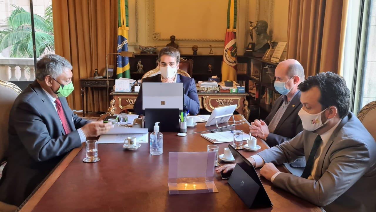 Comissão de agricultura entrega proposta de programa de irrigação ao governador Eduardo Leite