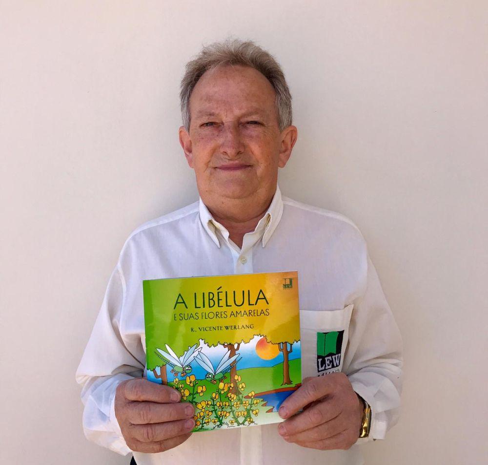 """Livro infantil """"A libélula e suas flores amarelas"""" defende solução ambientalmente correta para a dengue"""