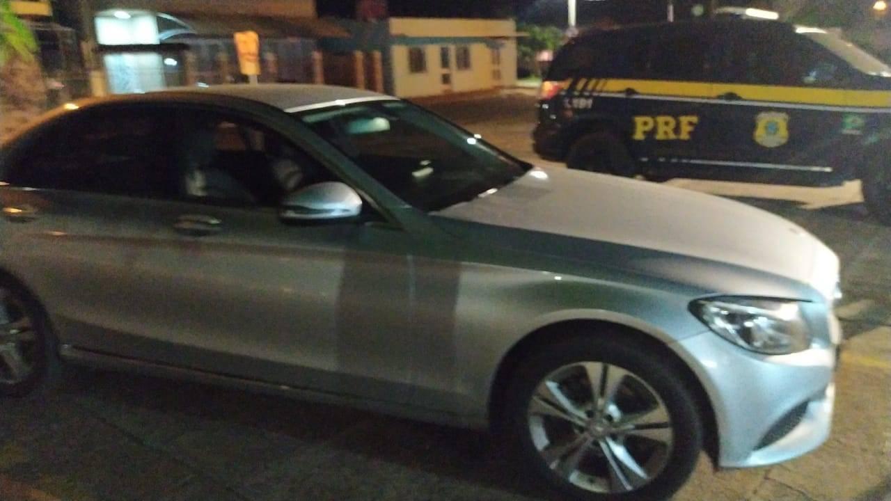 PRF apreende mais de 300 mil reais sem procedência escondidos em um carro naBR-158 em Cruz Alta