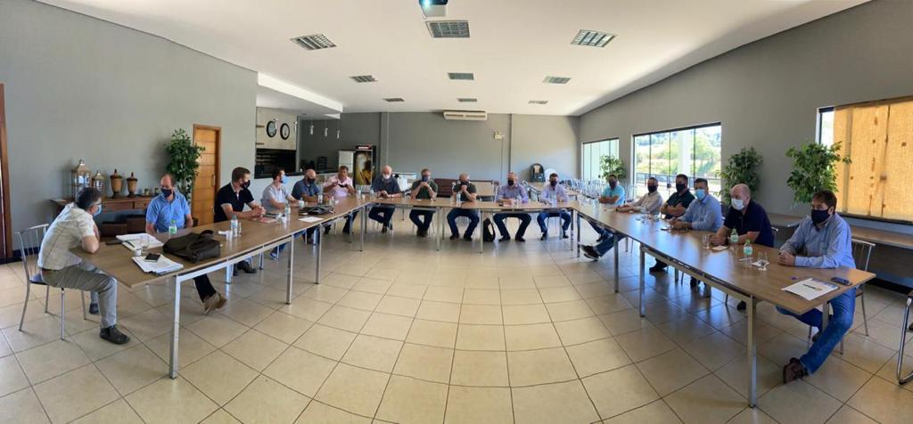 Lideranças discutem em Tapera entraves para fornecimento de energia elétrica em sistemas em irrigação