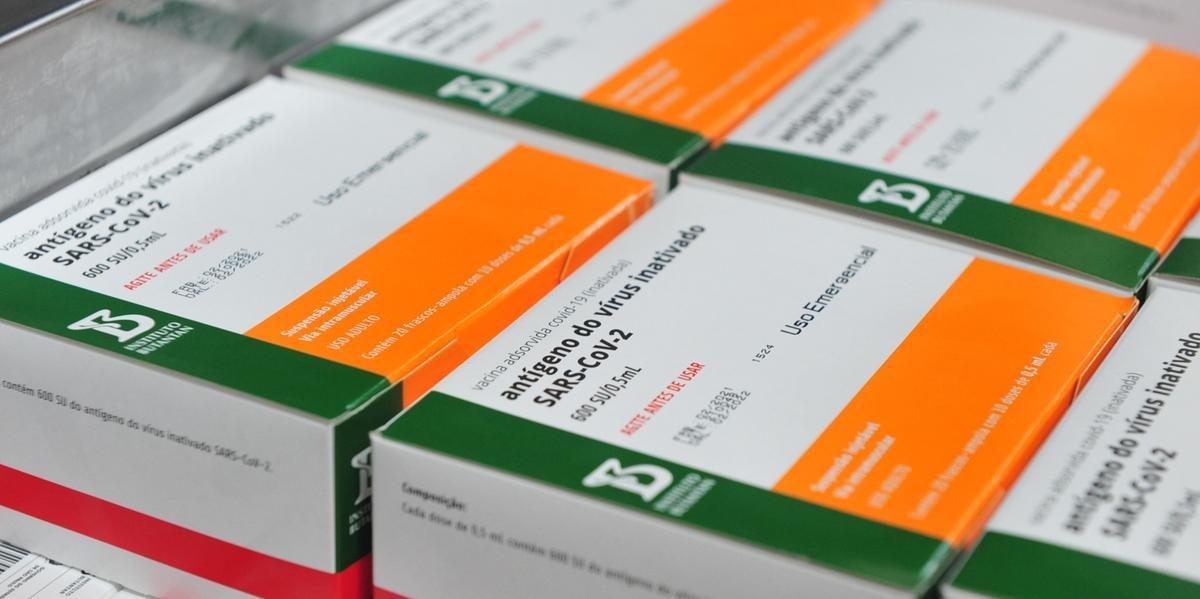 RS inicia semana com déficit de 434.710 doses de Coronavac
