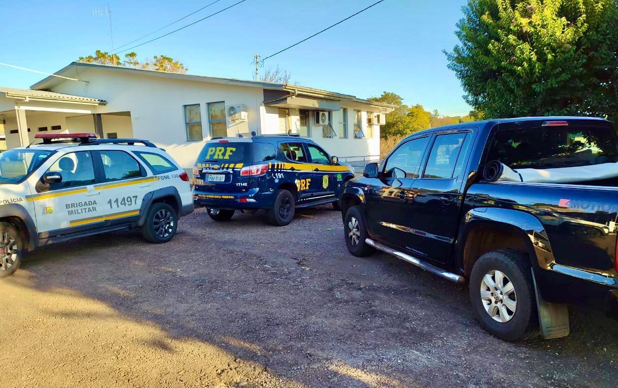 Após assalto a residência em Passo Fundo, três criminosos são presos pela PRF e BM