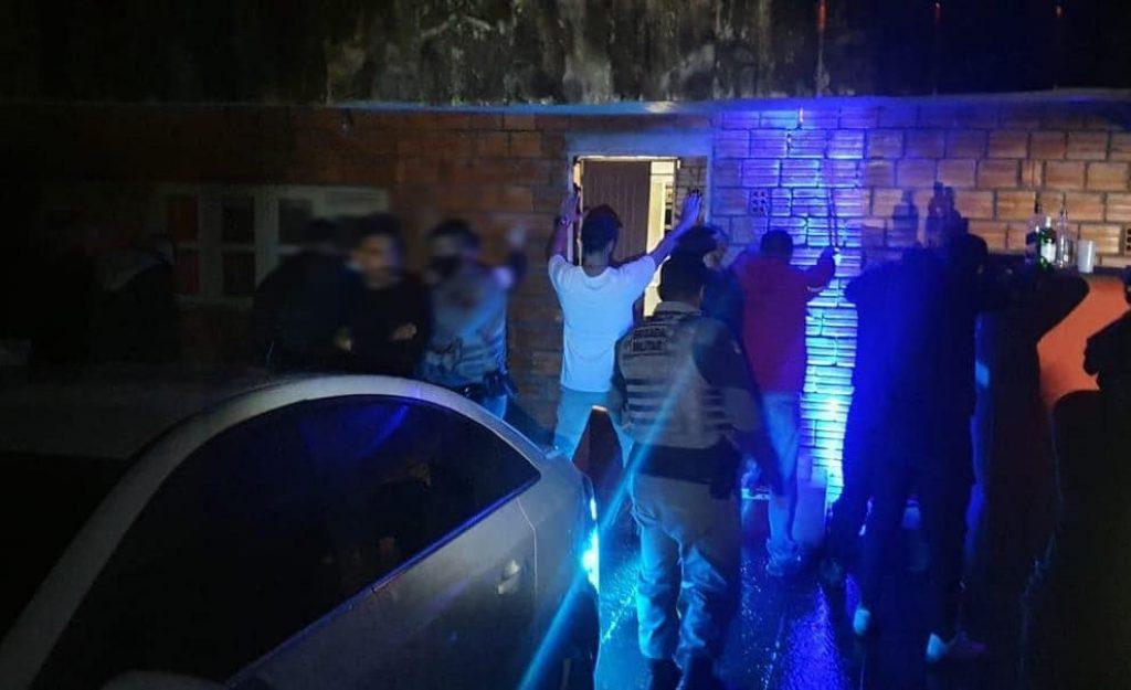 Brigada Militar encerra festa com mais de 70 pessoas em Soledade