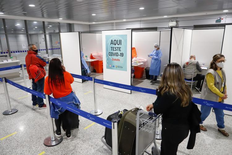 Em 14 dias, 55 pessoas testam positivo para covid-19 em controle sanitário no aeroporto Salgado Filho