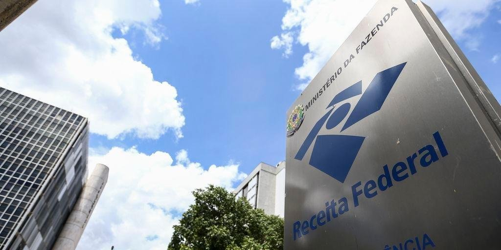 Receita paga nesta sexta-feira restituição do IR a 5 milhões