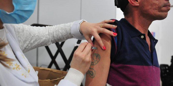 Pesquisa revela que 9 em cada 10 brasileiros dizem que tomariam qualquer vacina contra Covid-19