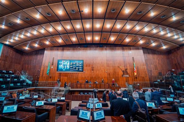 Assembleia aprova fim da pensão vitalícia de ex-governadores no Rio Grande do Sul