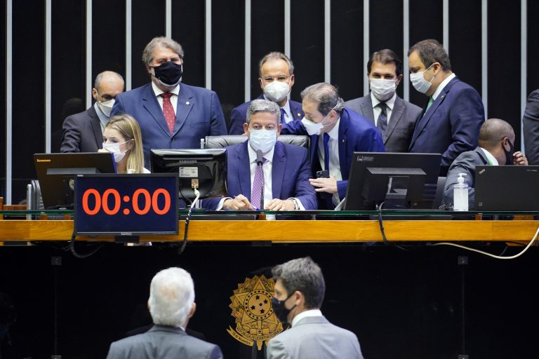 Câmara aprova projeto de combate a supersalários de agentes públicos