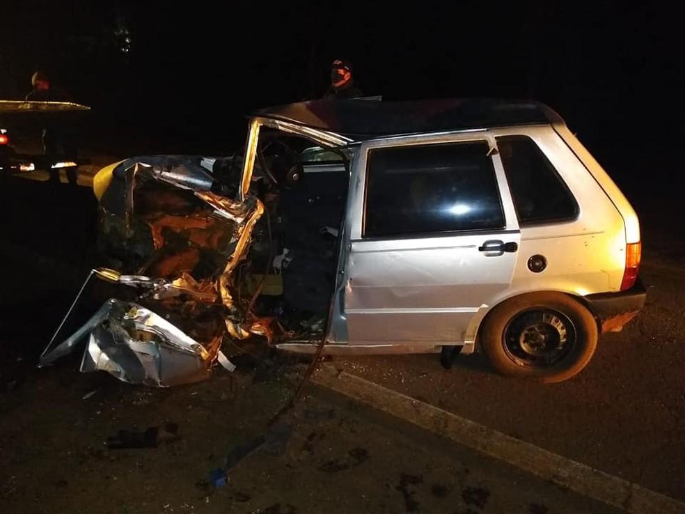 Homem morre em colisão entre carro e caminhão em Santa Bárbara do Sul