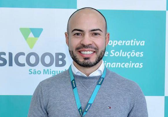 Roni Hermenegildo é o novo gerente da agência do Sicoob no município de Espumoso/RS