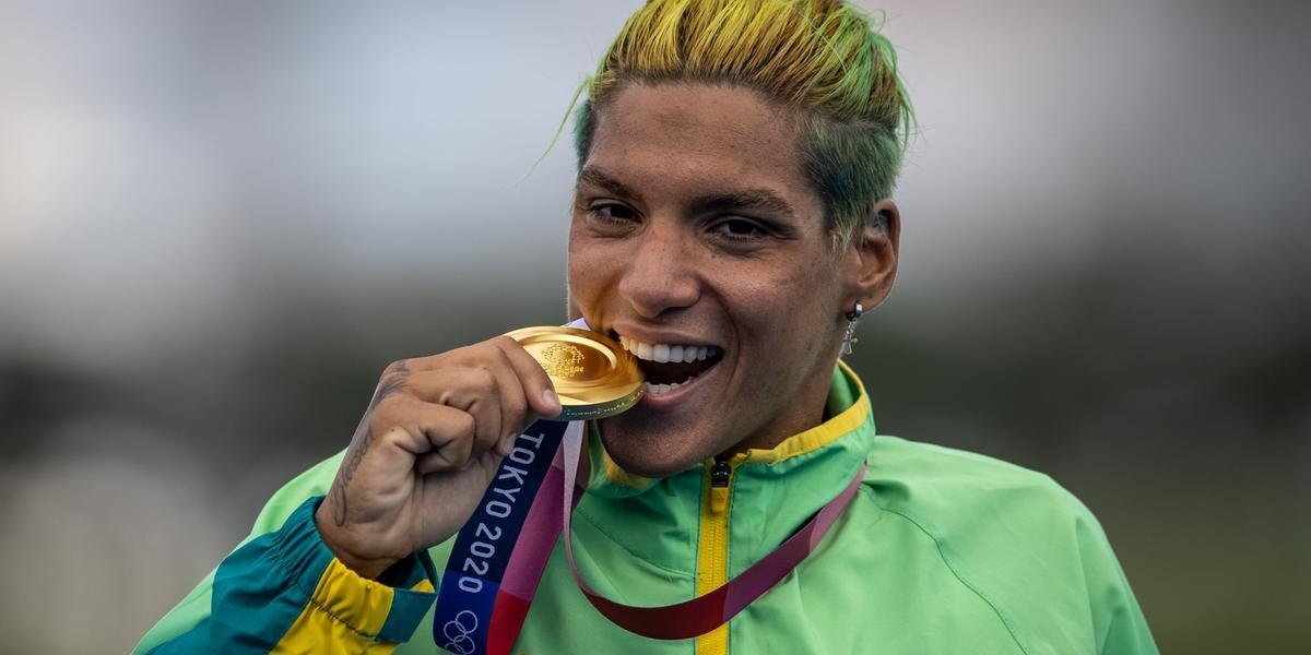 Ana Marcela leva ouro na maratona aquática e Brasil se aproxima de recorde de medalhas no 12° dia