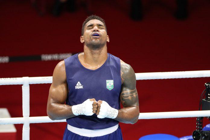 Abner Teixeira perde para cubano e fica com o bronze no boxe