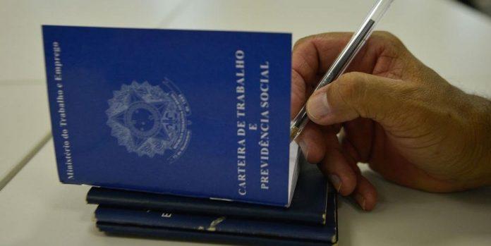 Brasil cria vagas formais em todos setores e regiões no 1º semestre