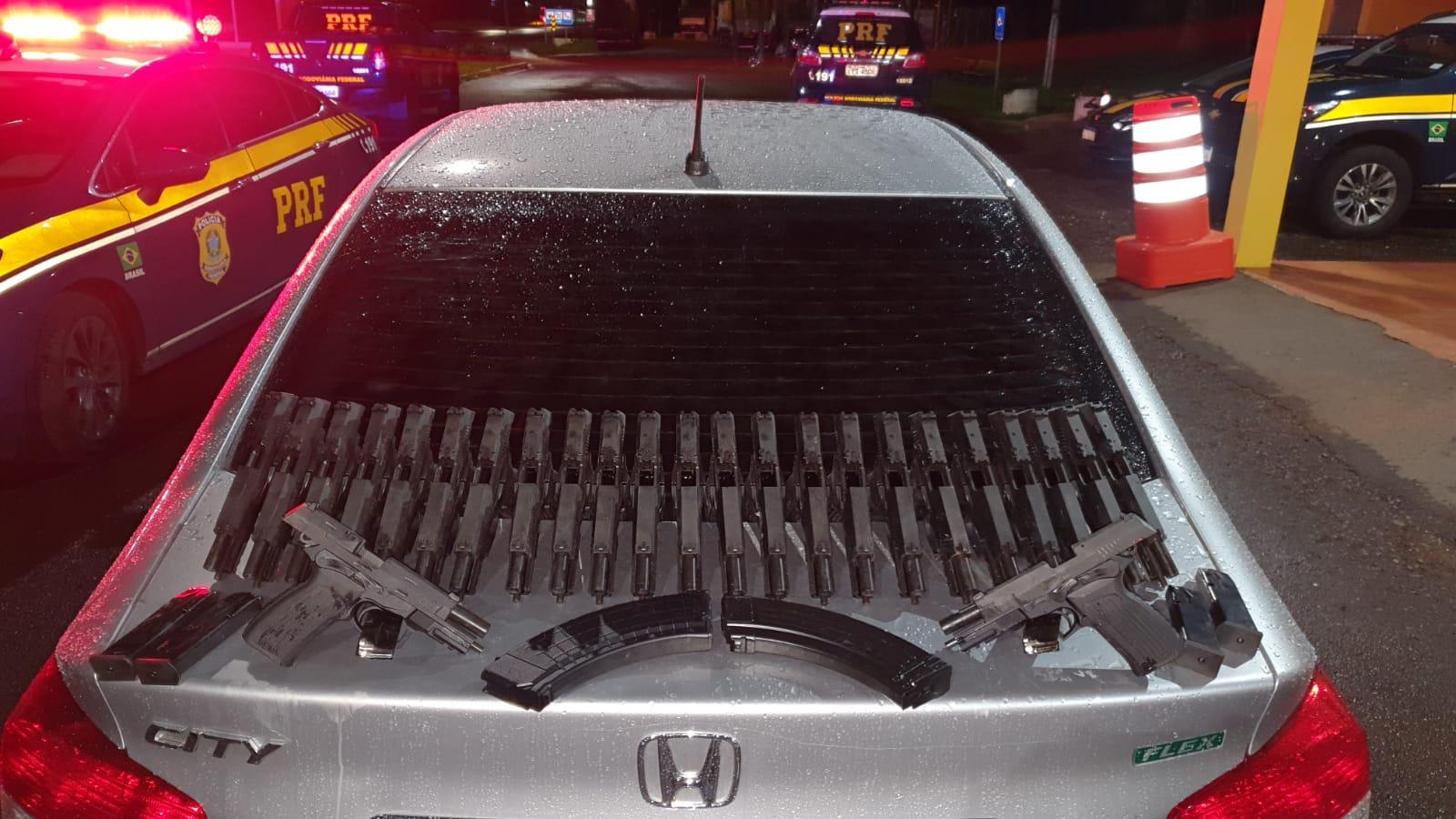 PRF prende duas mulheres com 25 armas em Lajeado