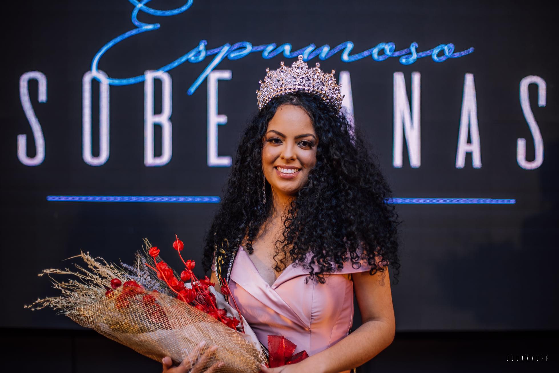 Rainha de Espumoso Carolini Prates de Oliveira esbanja conhecimento e simpatia