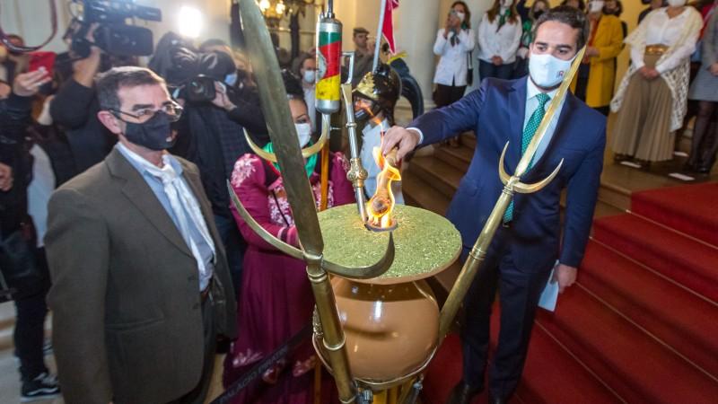 Chama crioula é acesa no Palácio Piratini e marca início da Semana Farroupilha