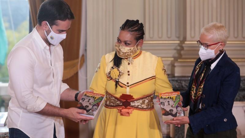 Obra que reúne artigos sobre a cultura negra no gauchismo é lançada no Palácio Piratini