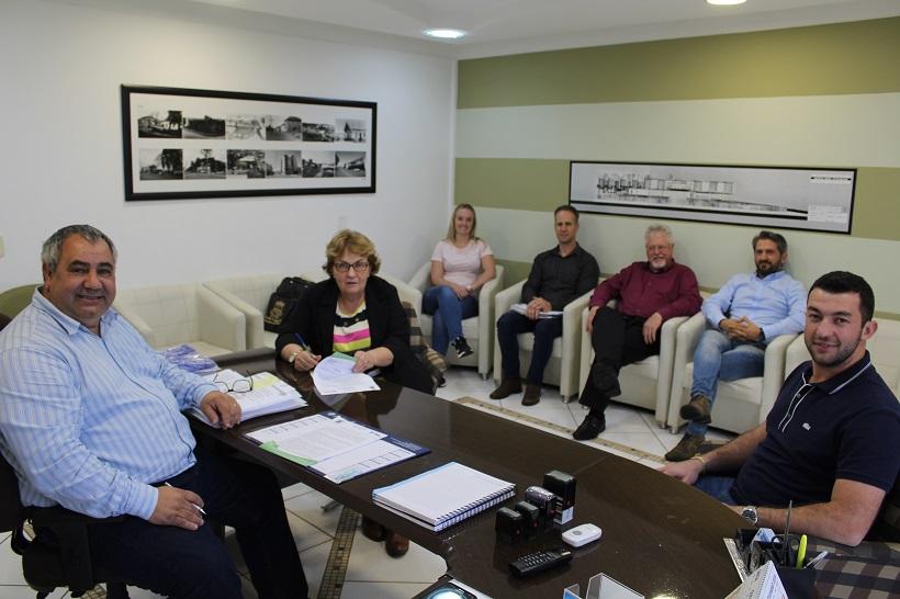 Assinada Ordem de Início da pavimentação aos acessos do Município
