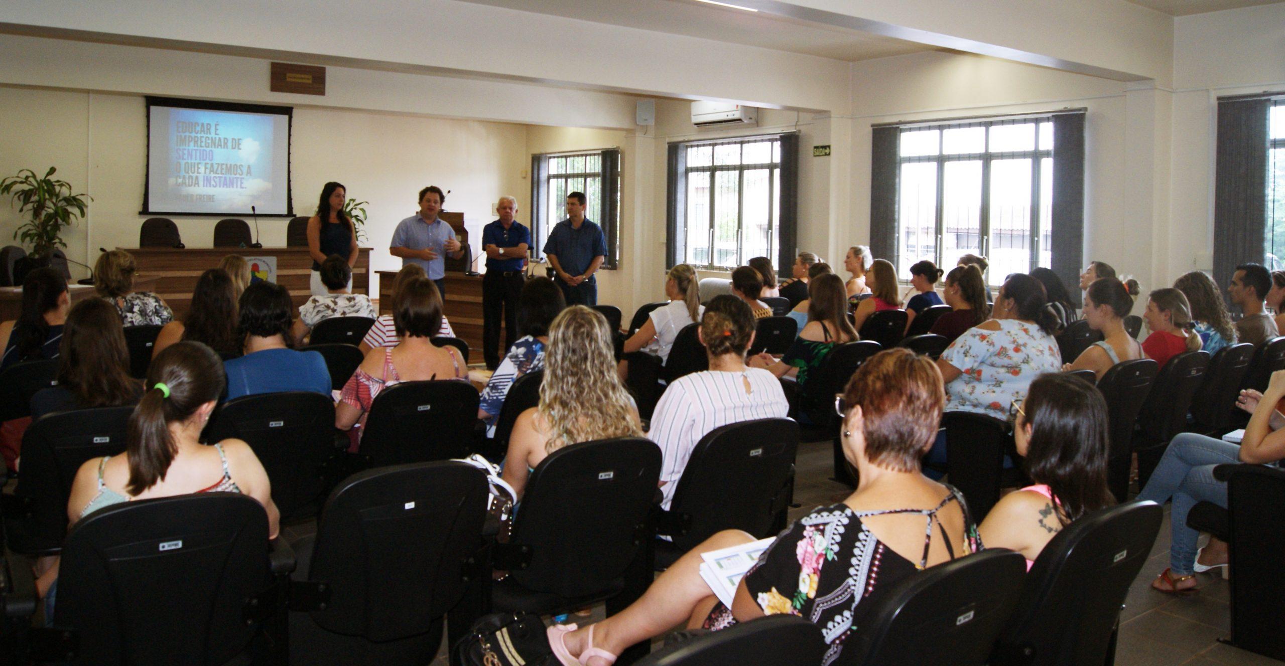 Professores da Rede Municipal em formação pedagógica para a Volta às Aulas