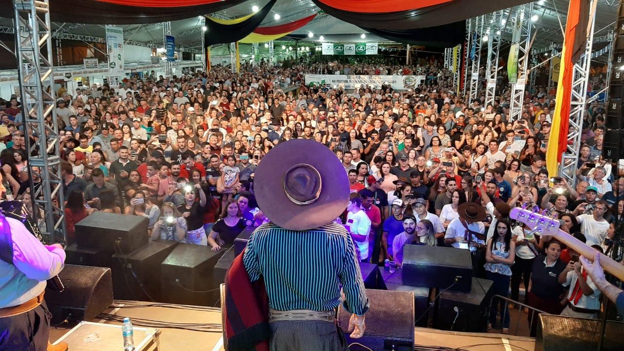 Em Victor Graeff 19º Festival Nacional da Cuca com Linguiça é aberto oficialmente
