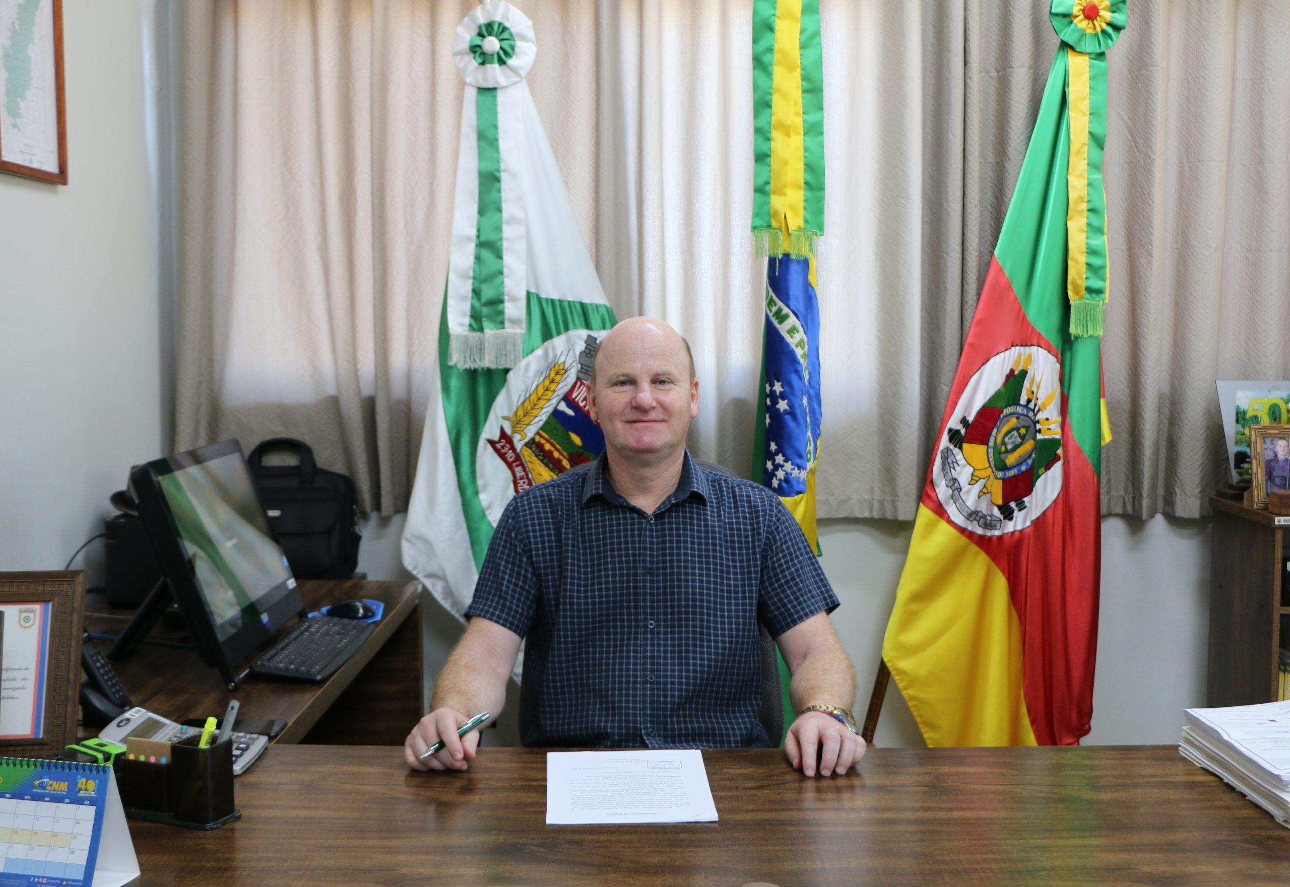 Prefeito de Victor Graeff Cláudio Alflen é o novo presidente da Amaja