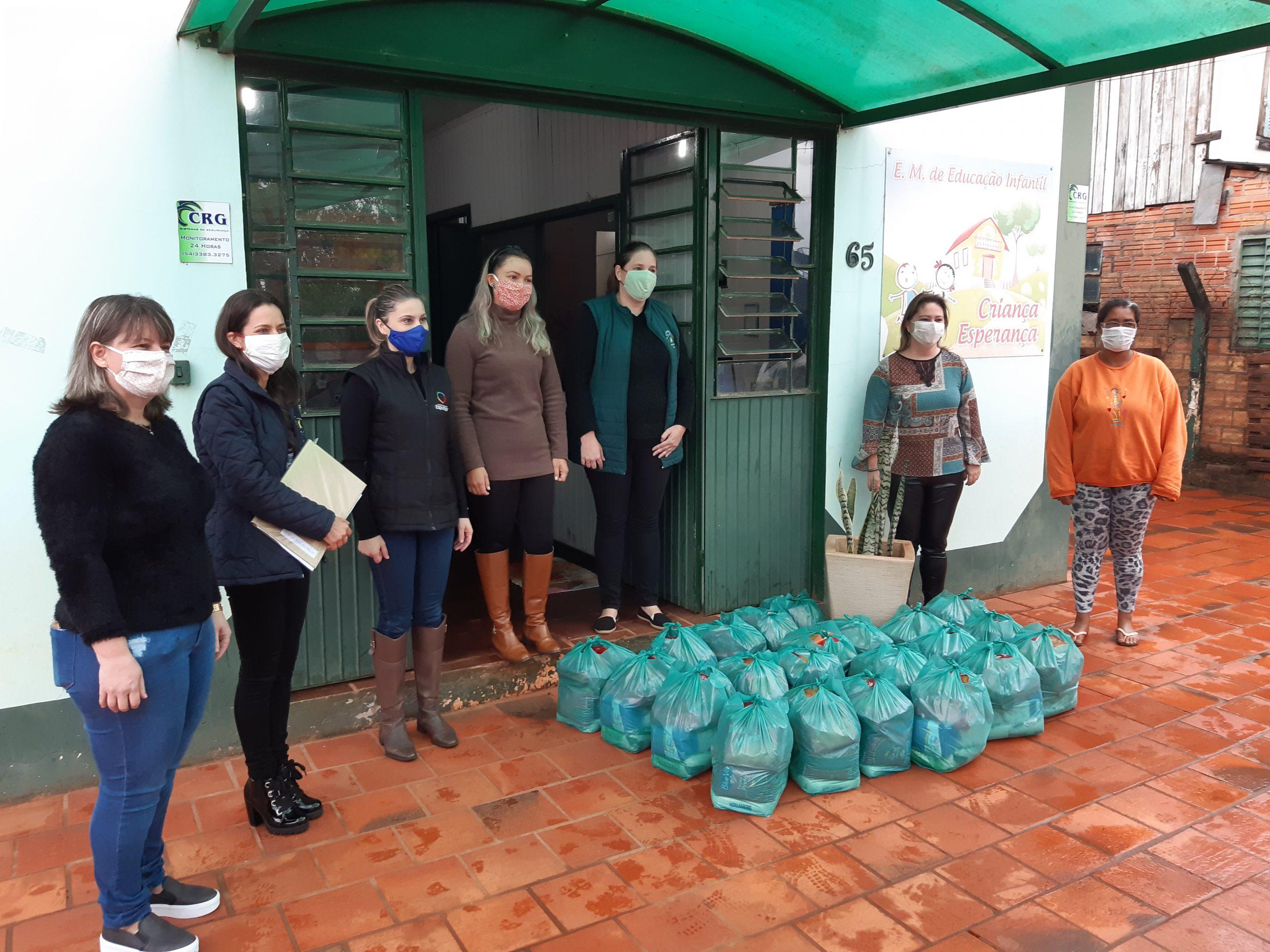 Secretaria de Educação distribuiu cestas básicas em Espumoso