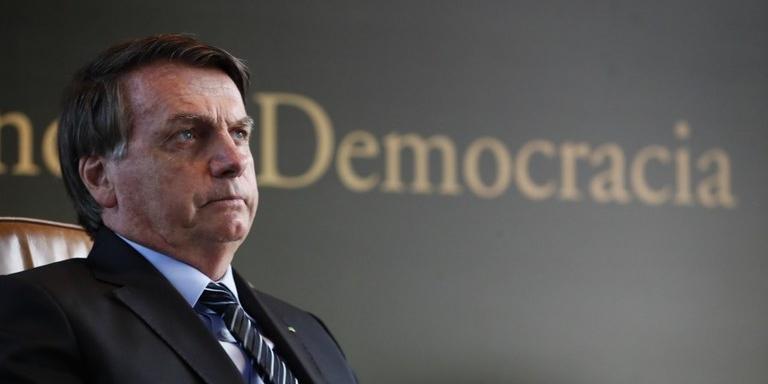 Bolsonaro afirma que governo distribuirá vacina para a Covid-19 após aprovação da Anvisa