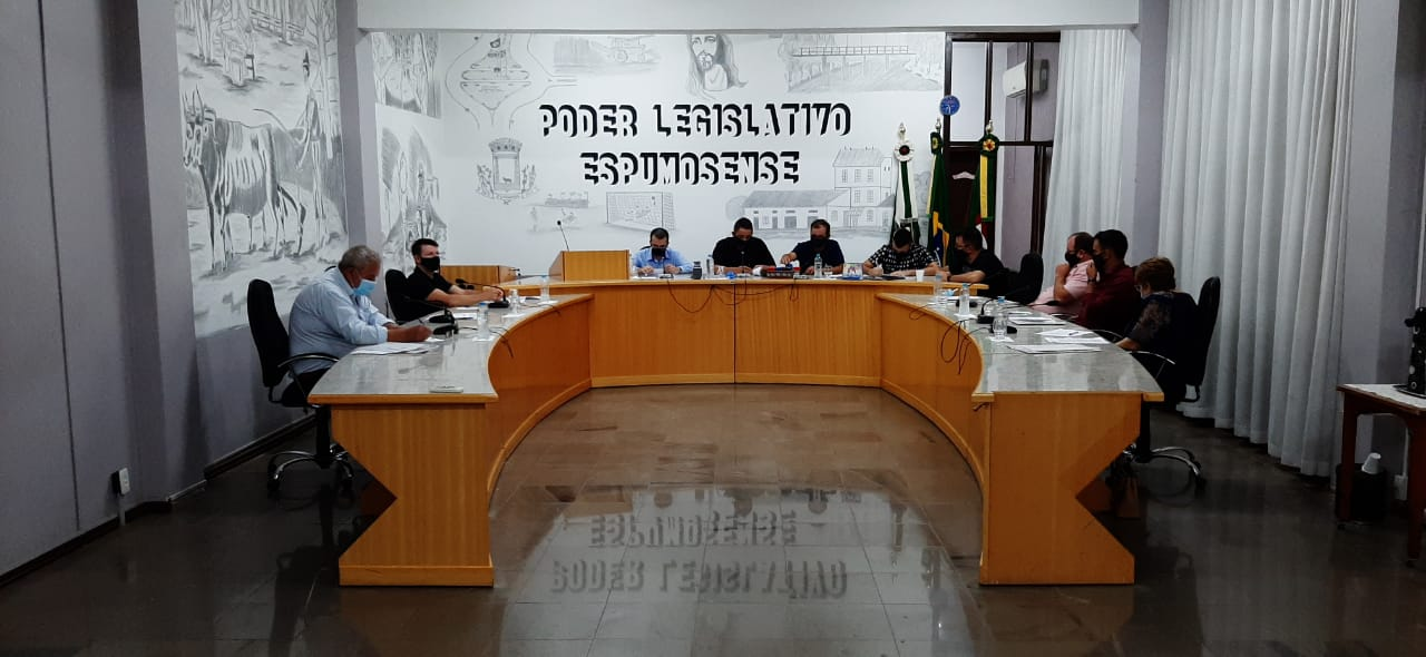 Câmara de vereadores apresenta projeto de regulamentação de pousos e decolagens no aeroporto municipal de Espumoso.