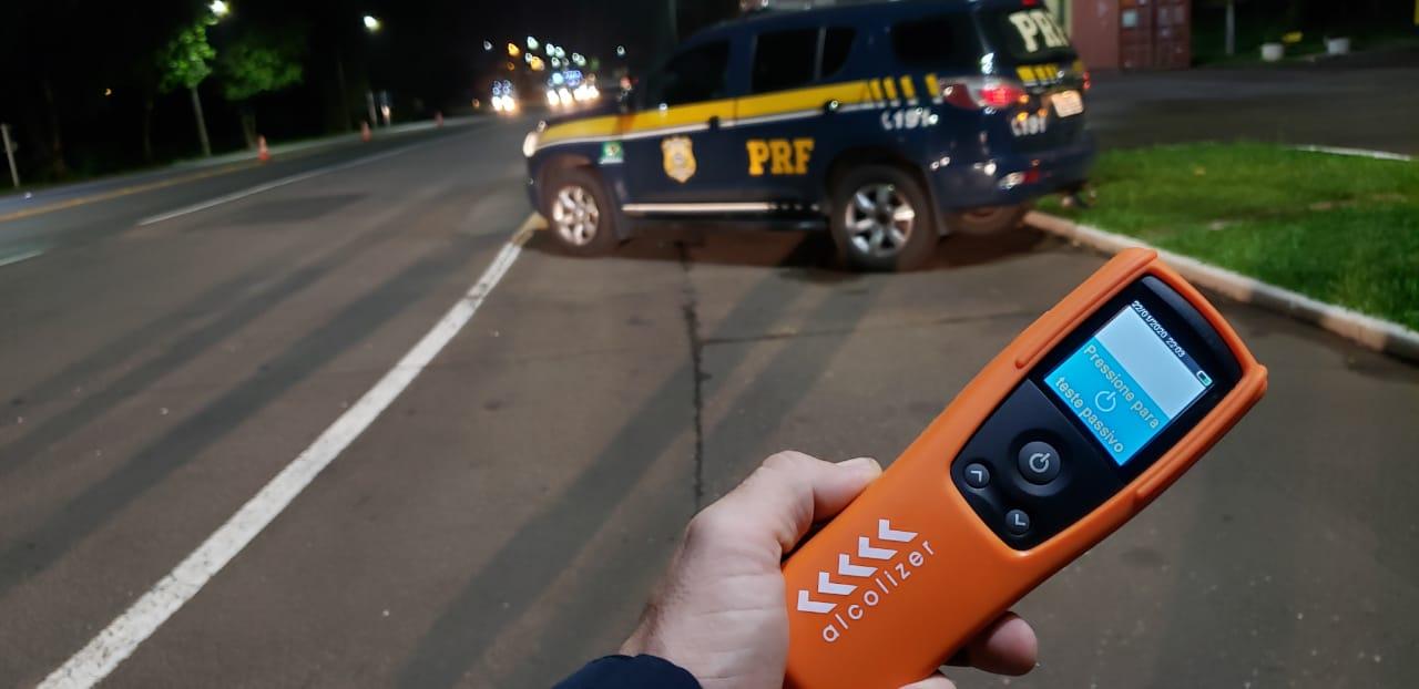 Sem habilitação, embriagado e com o veículo estacionado na contramão, homem é preso pela PRF em Soledade
