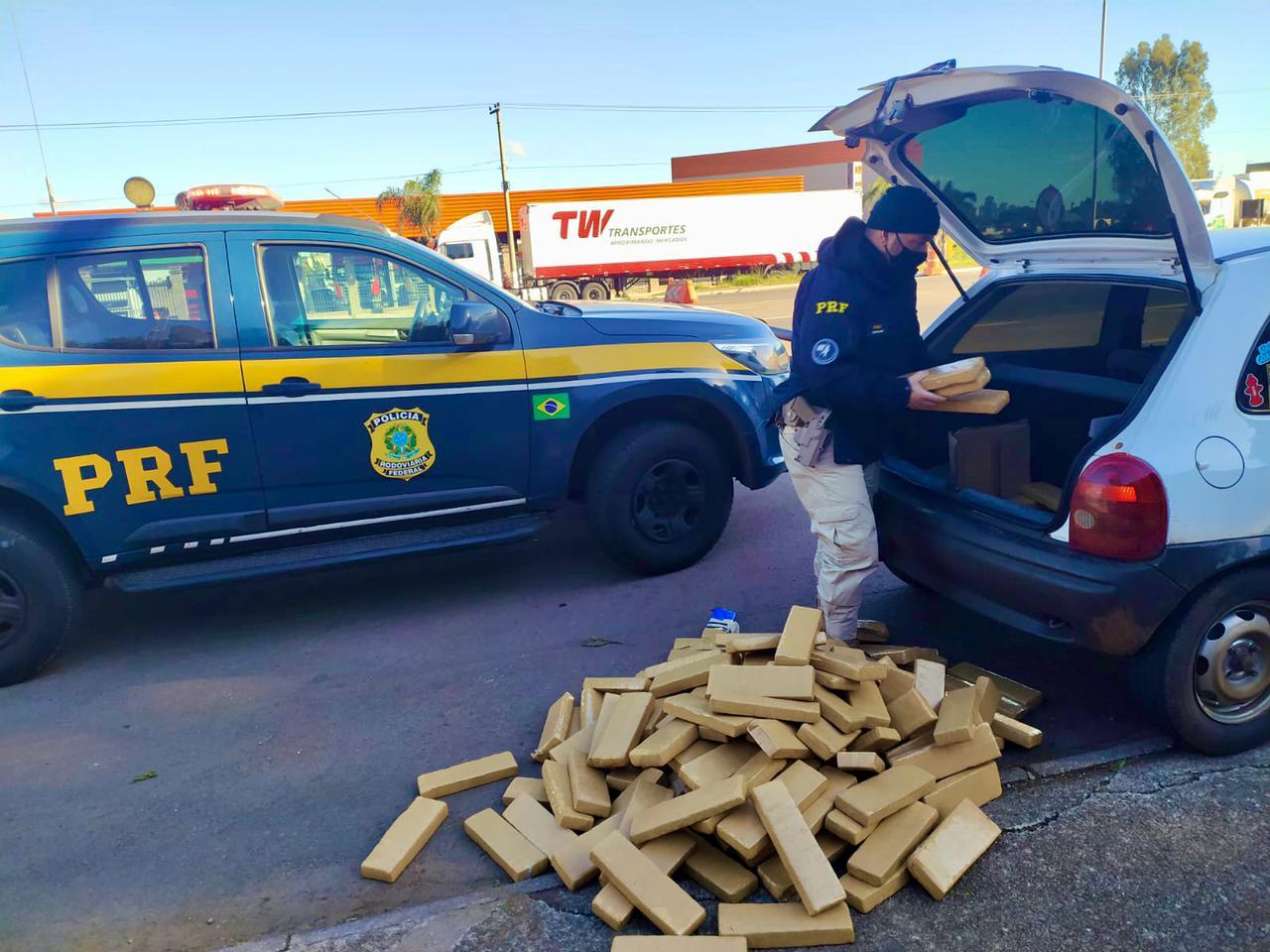 PRF prende detento em prisão domiciliar com 147 quilos de maconha em Passo Fundo