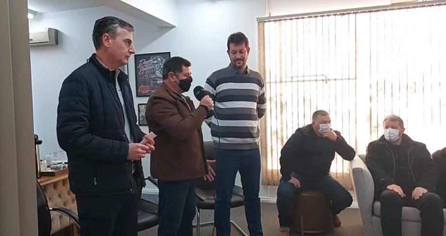 Reunião no gabinete da Prefeitura de Espumoso juntamente com Deputado Loureiro