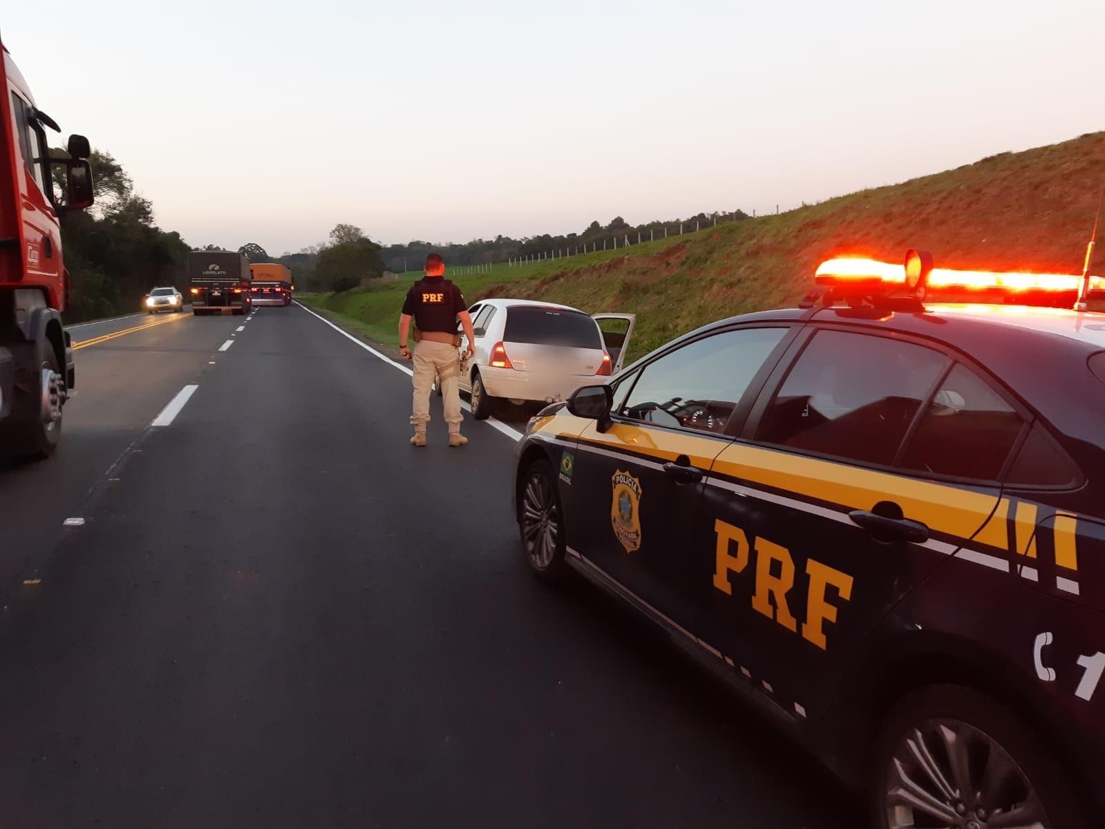 PRF prende criminoso e apreende adolescente em veículo furtado em Tio Hugo