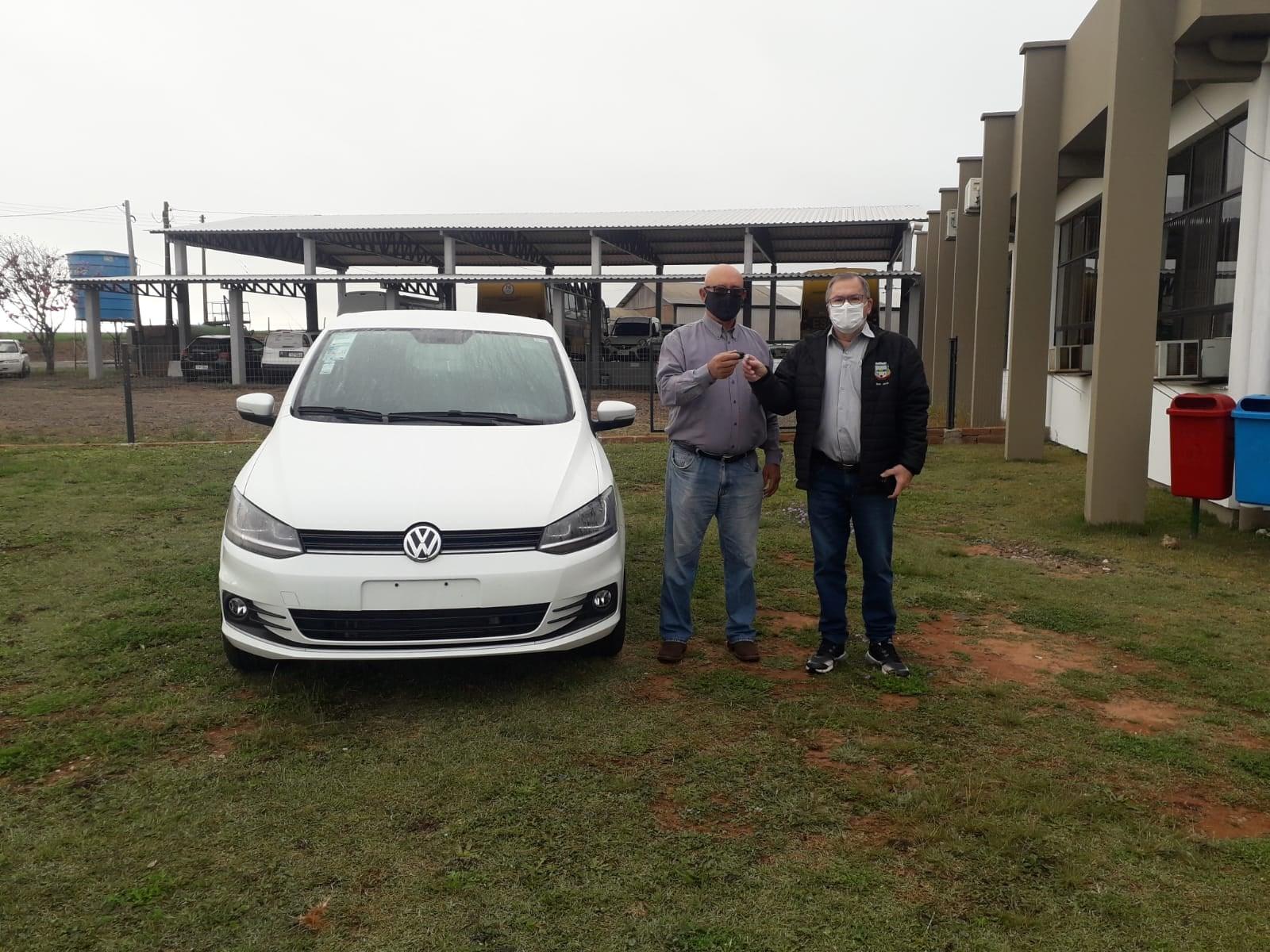 Secretaria de Saúde de Jacuizinho recebe novo veículo